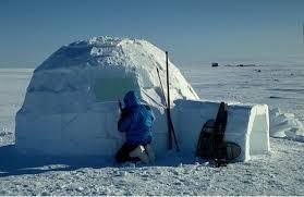 Esquimó construindo um iglu